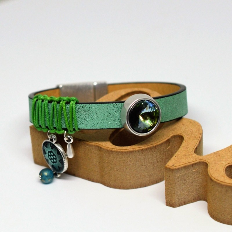 Leather bracelet green peridot Swarovski
